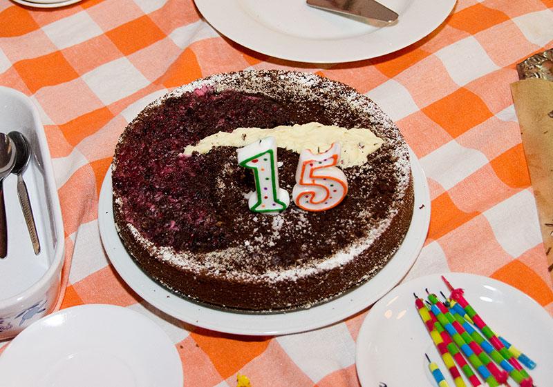 Geburtstagstorte zur Feier von 15 Jahren Opferperspektive