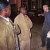 Asybewerber Christopher Nsoh (links) und Afantodji Efoui Koku werden in Rathenow von einem Rassisten attackiert. (Foto: Justin Jin)