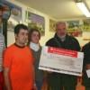 Rathenow: Übergabe von Spenden an einen Imbissbetreiber, dessen Dönerstand verwüstet worden war